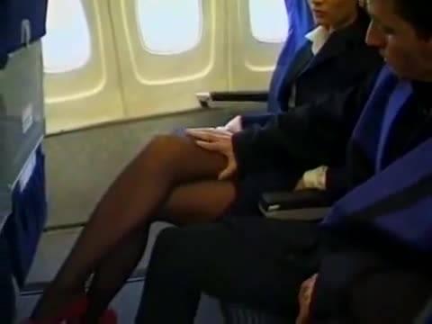 Мужик отодрал очко стюардессы в салоне самолета