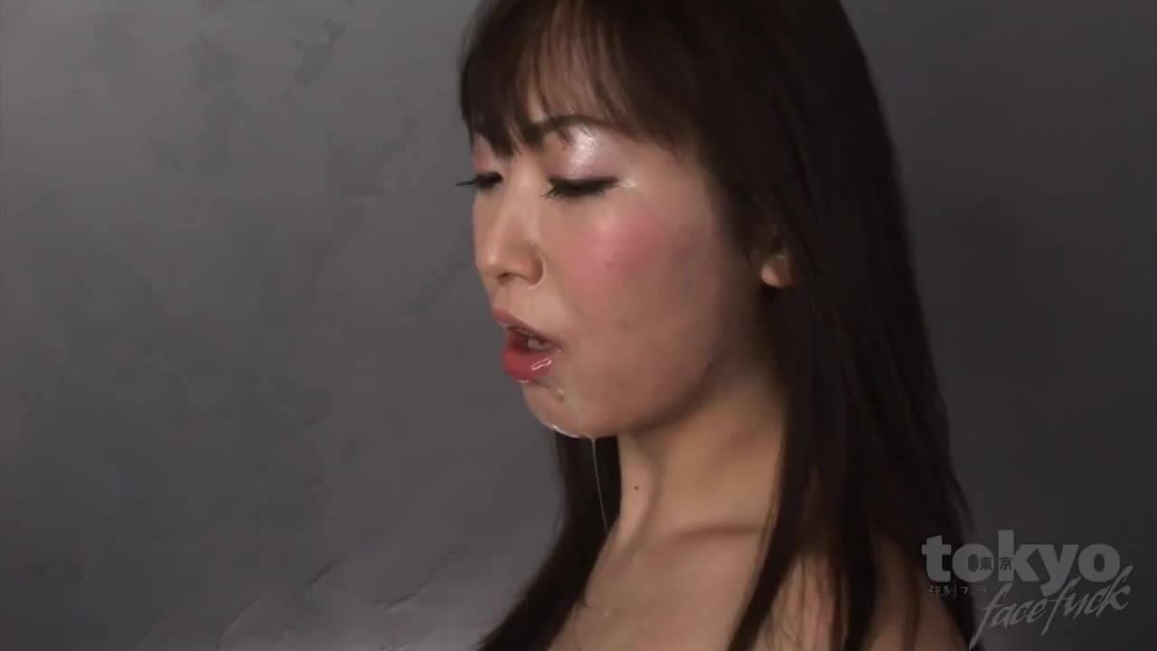 Парень дерет глокту азиатки