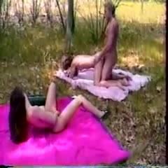 Сексуальная оргия на природе