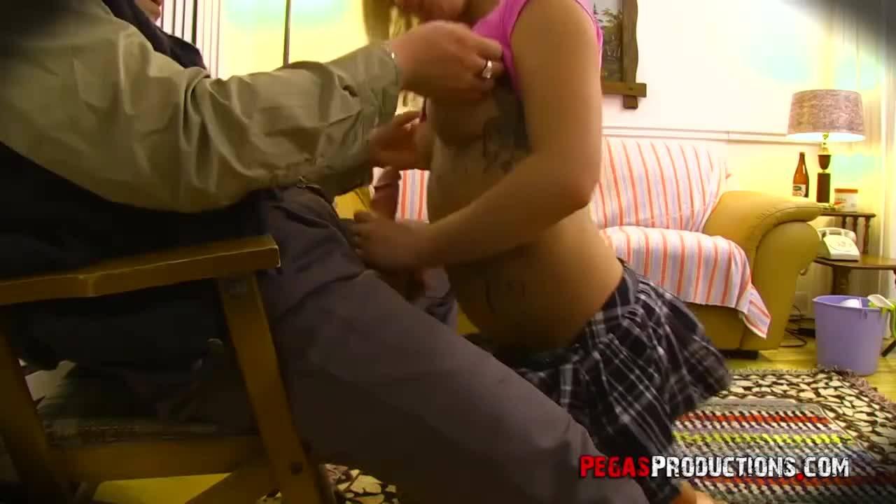 Старый хер отымел молоденькую проститутку
