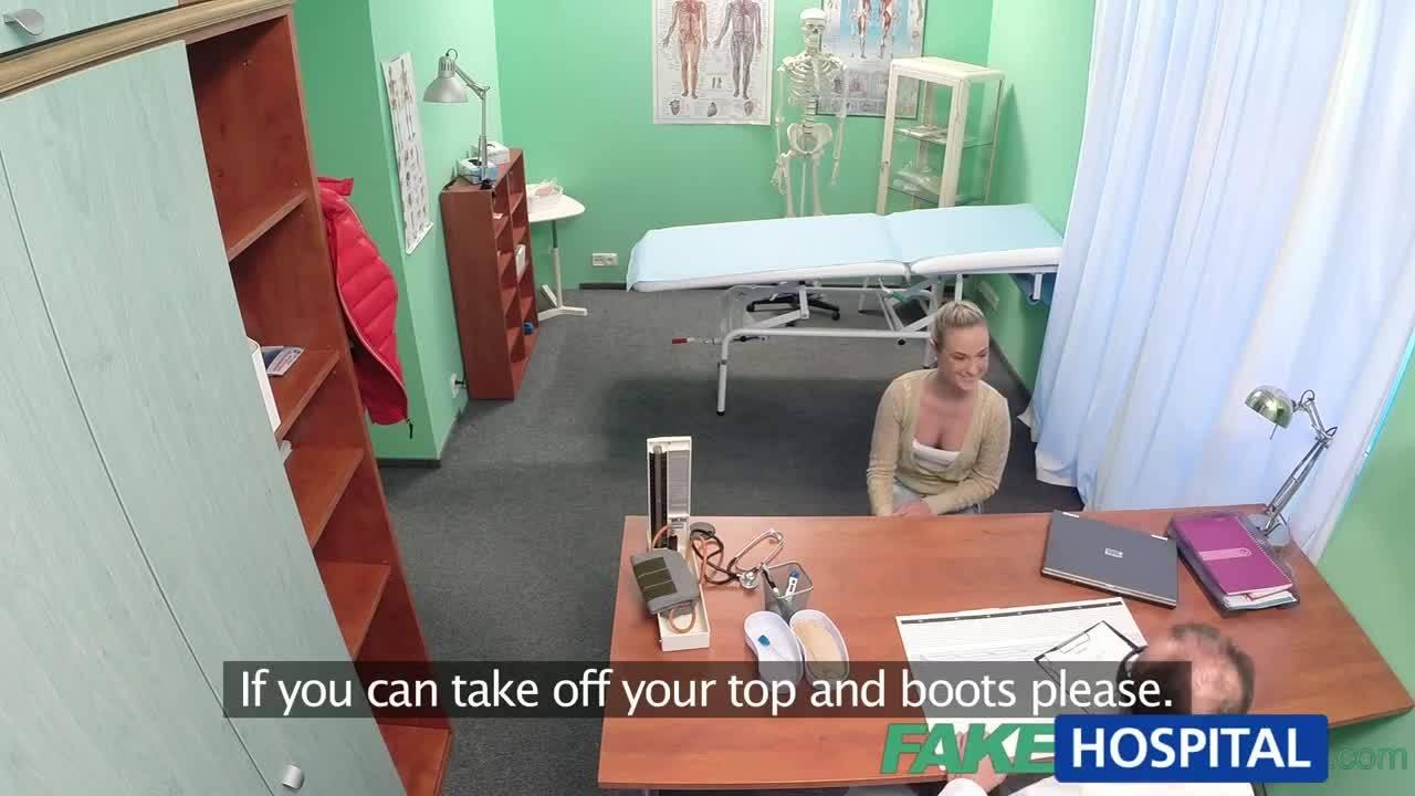 Горячая блондинка трахается на приеме у врача