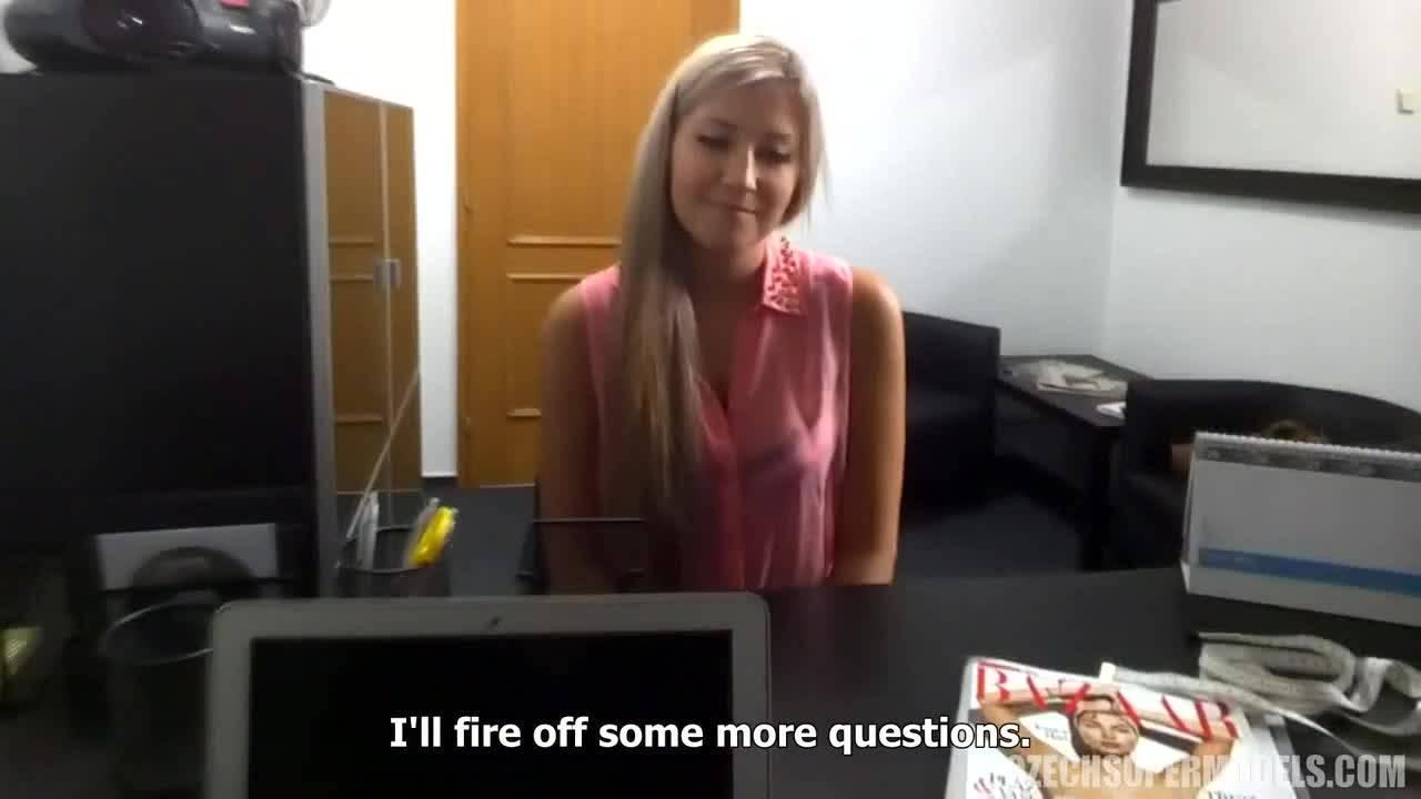 Хорошая девушка дает в киску на порно кастинге