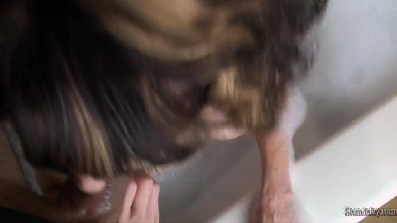 Русалка из ванны отсосала член любимого мужа