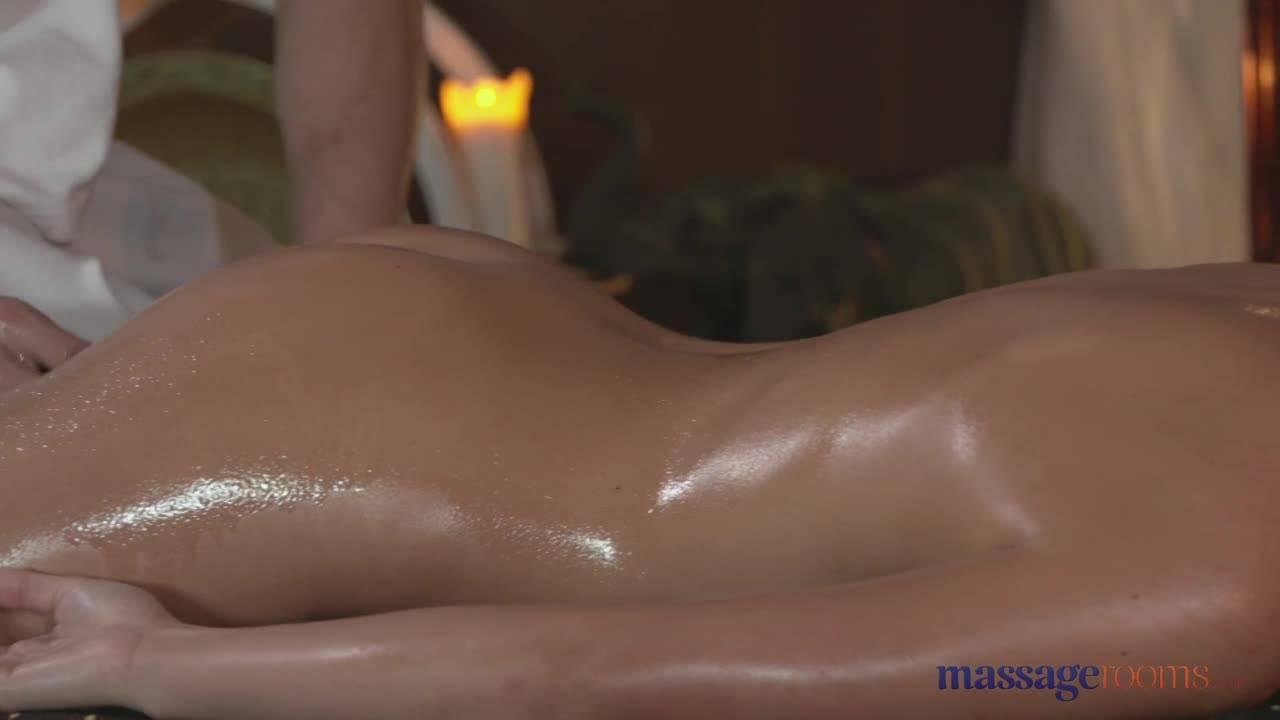 Чувственный массаж закончился хорошим сексом