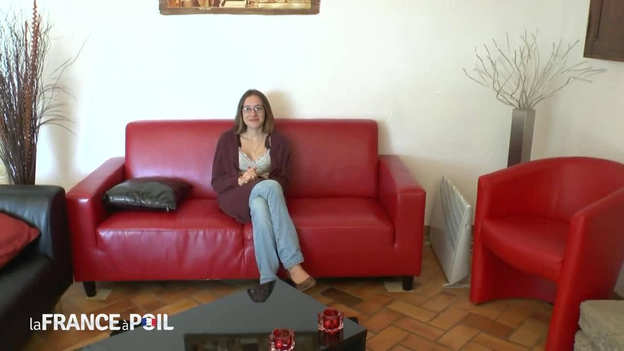 Французская девушку в очках на кастинге в порнушку