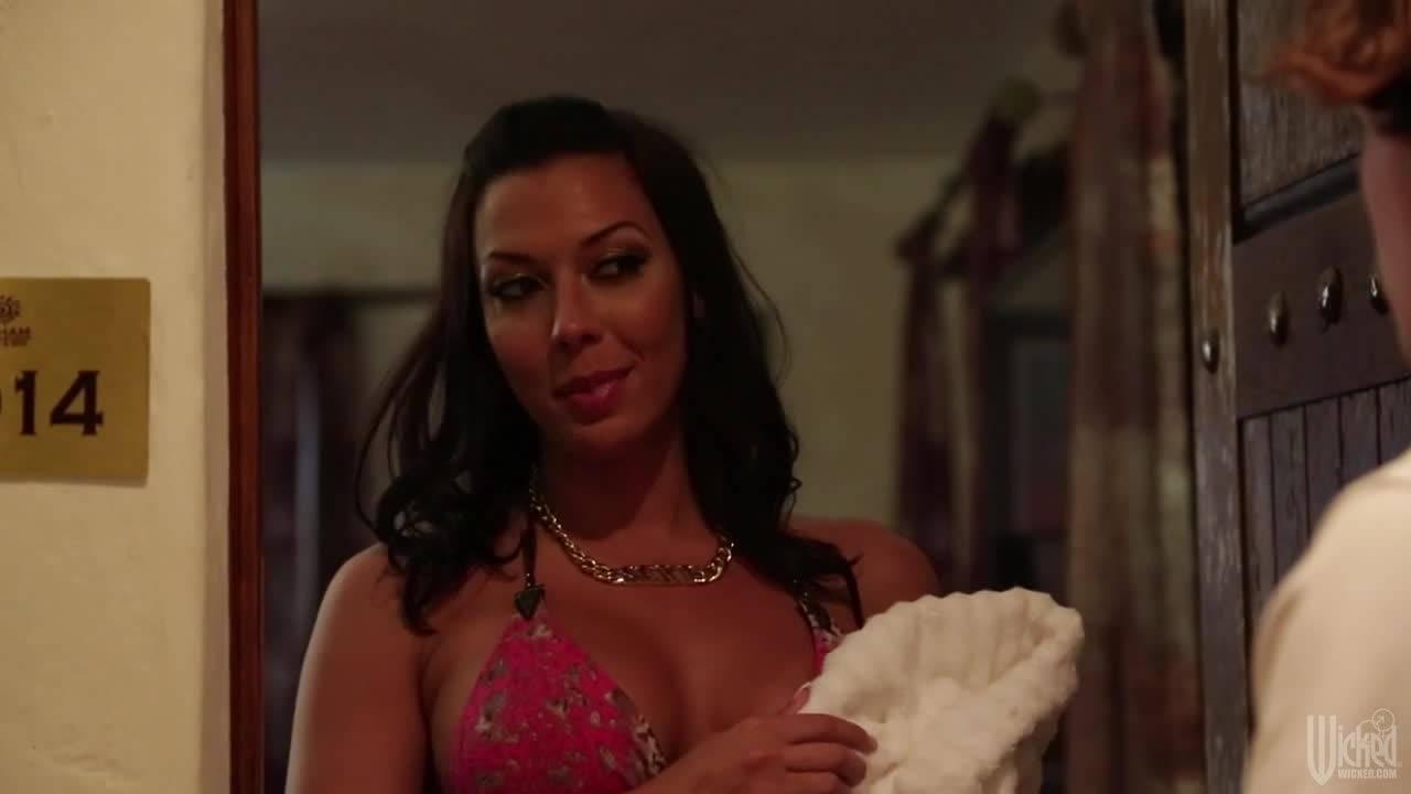 Приятная проститутка скачет на малознакомом парне в номере отеля
