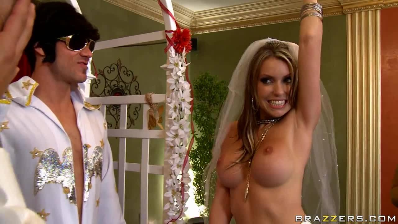 Подвенечная оргия на свадьбе развратной блондинки