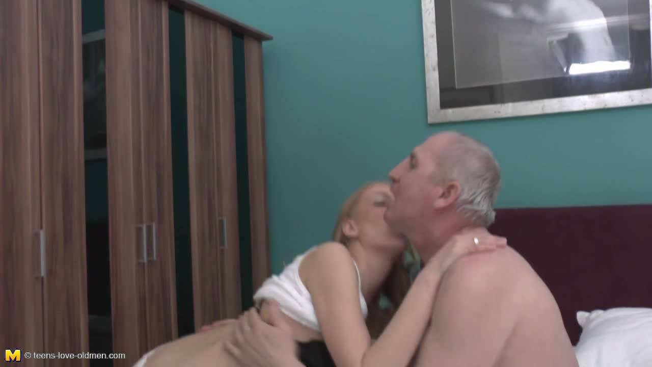Старый хер снял молоденькую проститутку