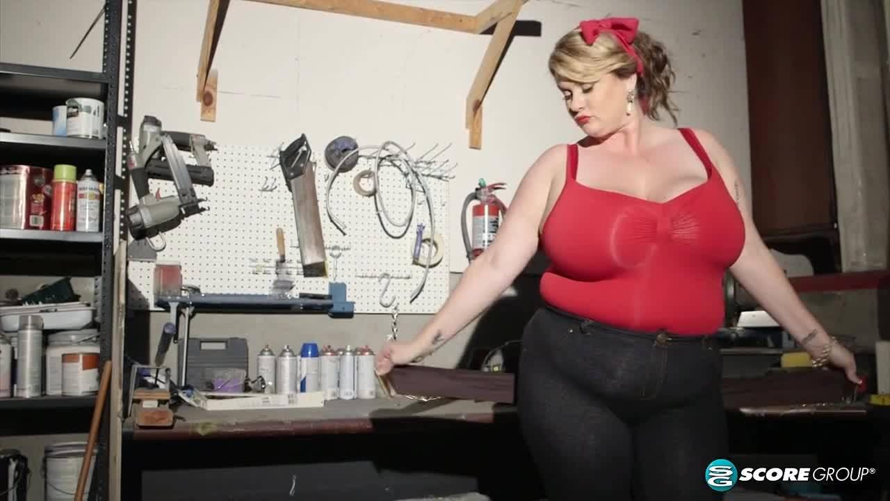 Страстная толстуха моимела свою щель в гараже