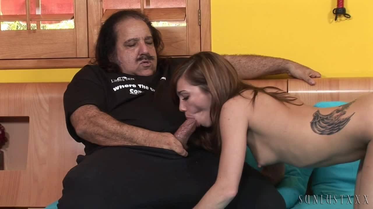 Пожилой мексиканец разрывает влагалище молодой шаболды