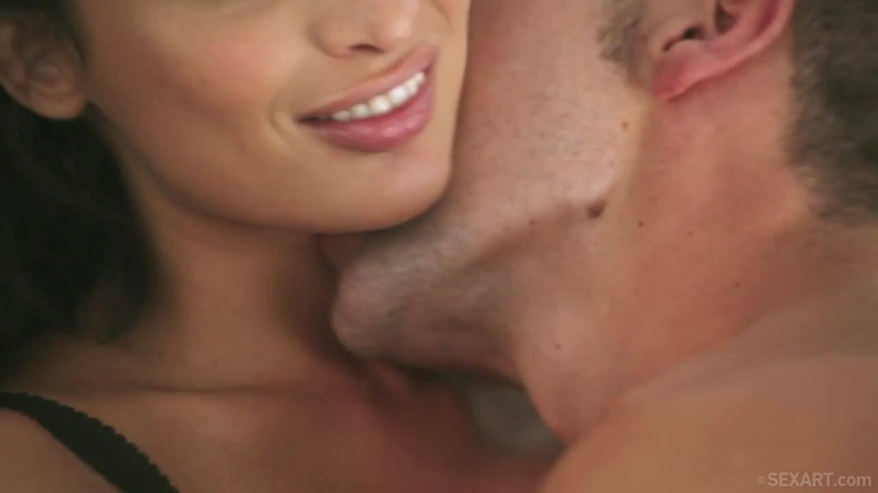 Горячий секс нежной француженки и страстного испанца