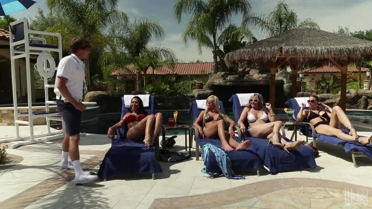 Ебля горячей блондинки после солнечных ванн