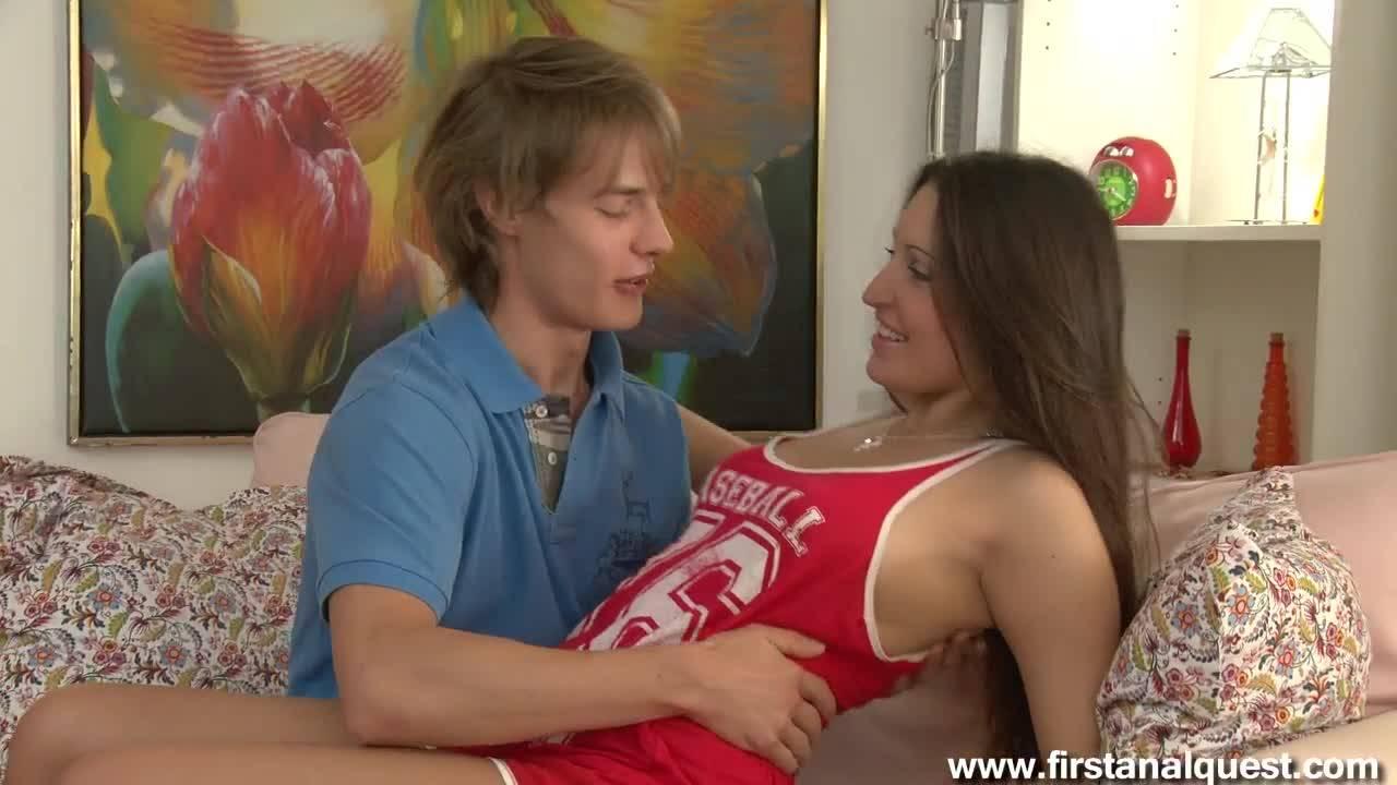 Юный мальчик имеет взрослую любовницу в узкую попку и писю