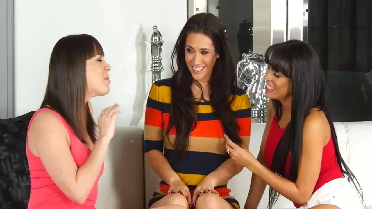 Три лесбиянки наслаждаются оральными ласками друг друга