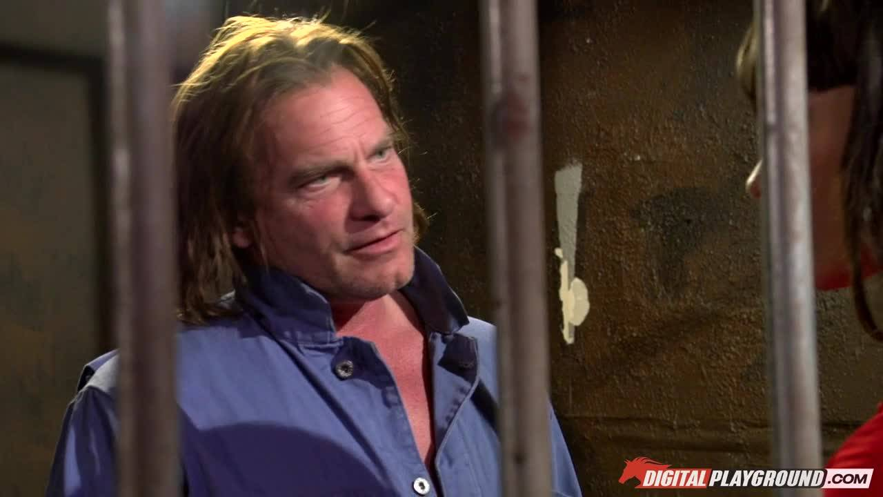 Брюнетку жестко трахнул уголовник в тюрьме
