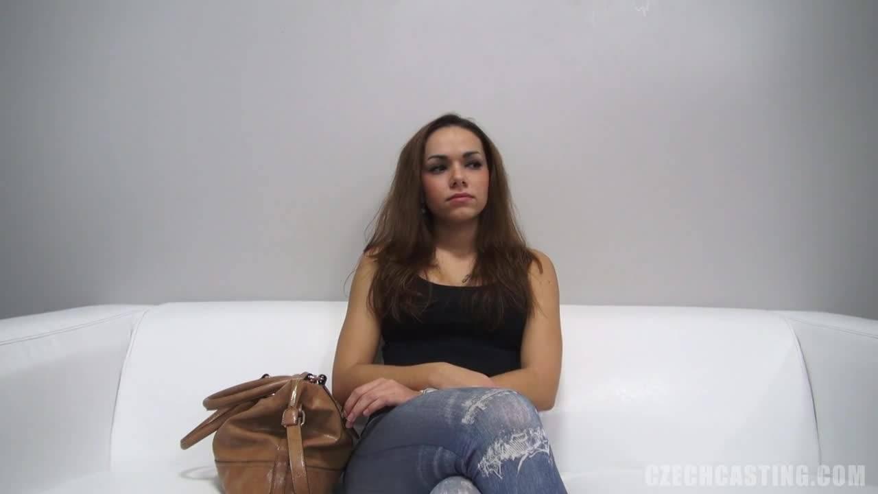 Молоденькая проститутка трахнулась с парнем на кастинге