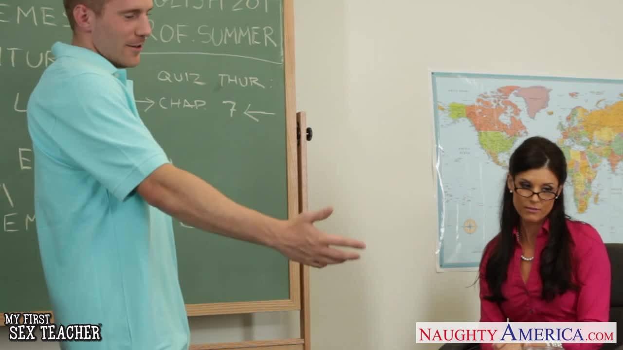 Зрелая учительница трахается со студентом