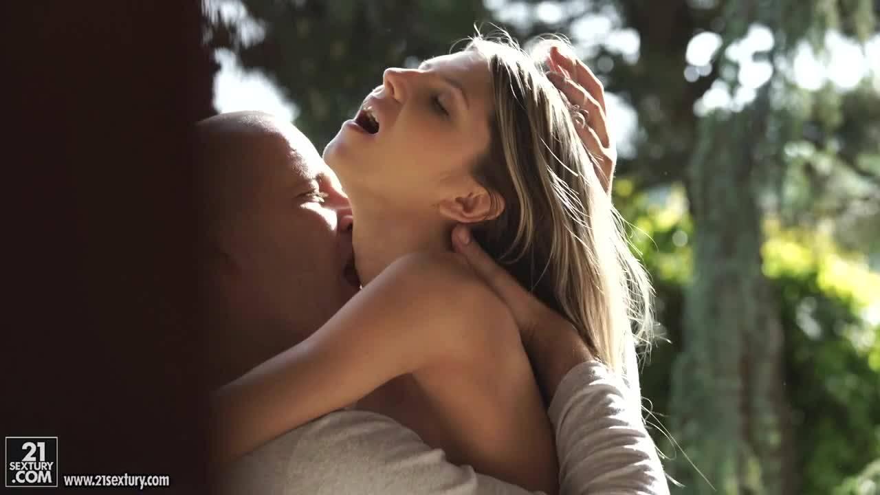 Анальный секс с очаровательной блондинкой