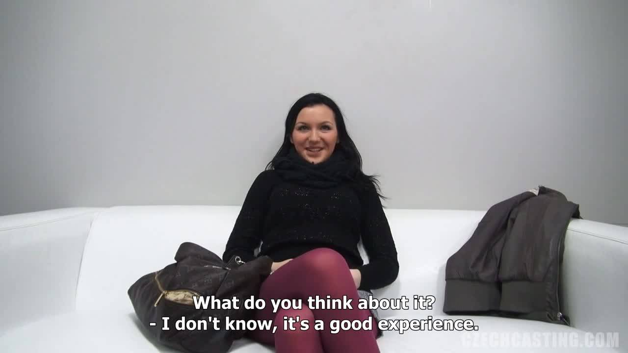 Брюнетка хочет устроиться работать шлюхой в порно агентство