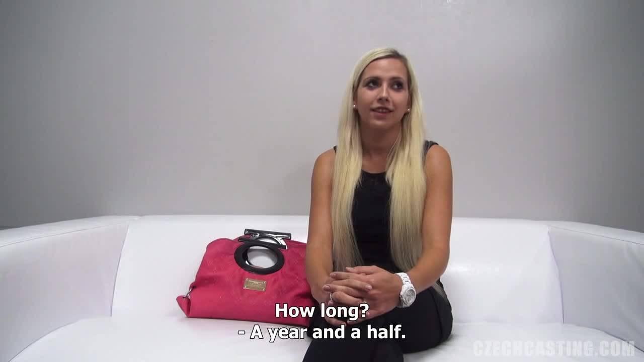 Блондиночка Яна ебется на кастинге в порнуху