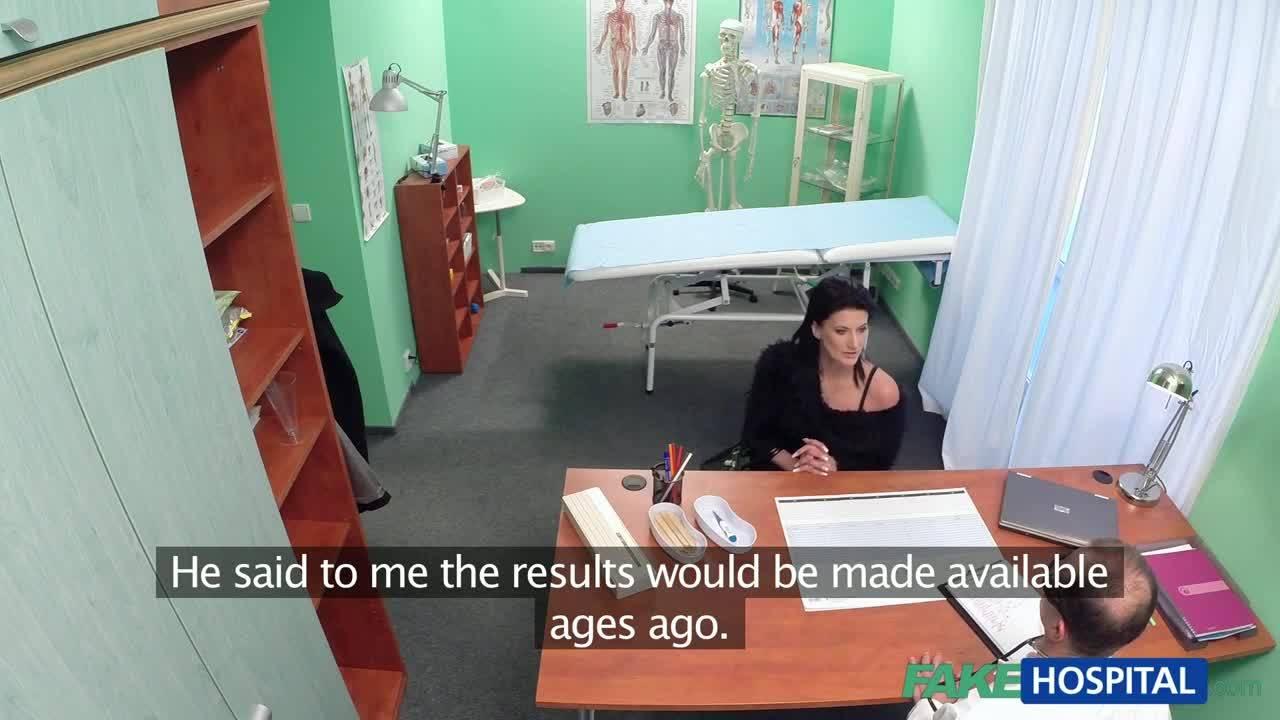 Малышка получила член своего лечащего врача
