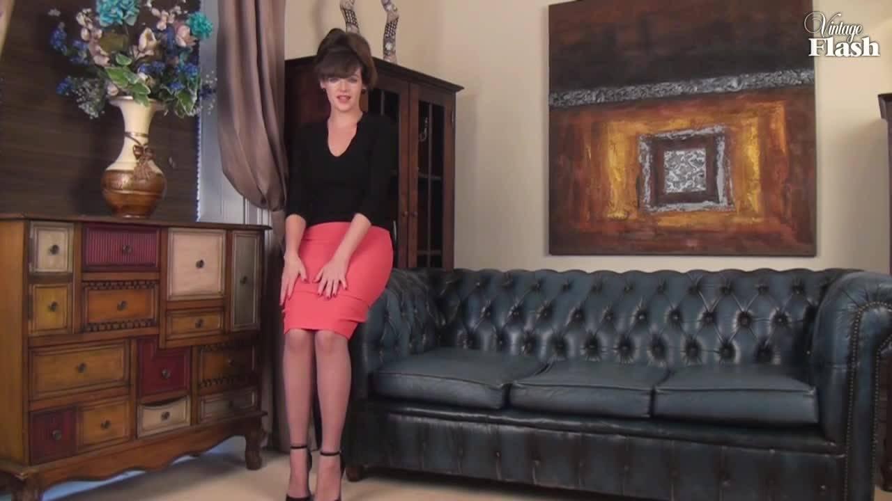 Домохозяйка развлеклась со своим клитором