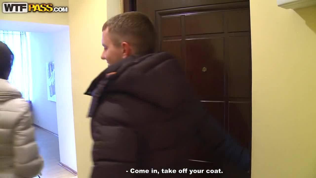 В заснежненном питере русский молодец подпепил сочную давалку