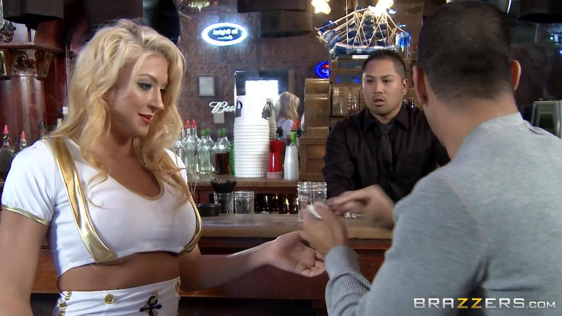 Бизнесмен оттрахал элитную проститутку с большими сиськами