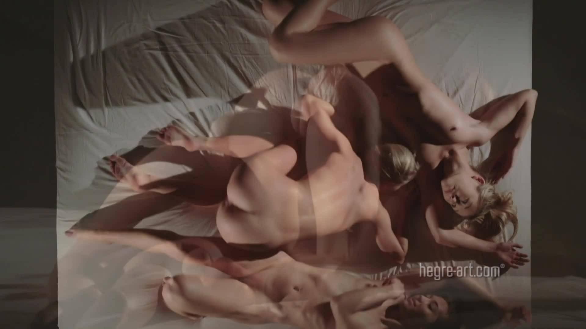 Три юные девушки устроили эротическое шоу своими голыми телами