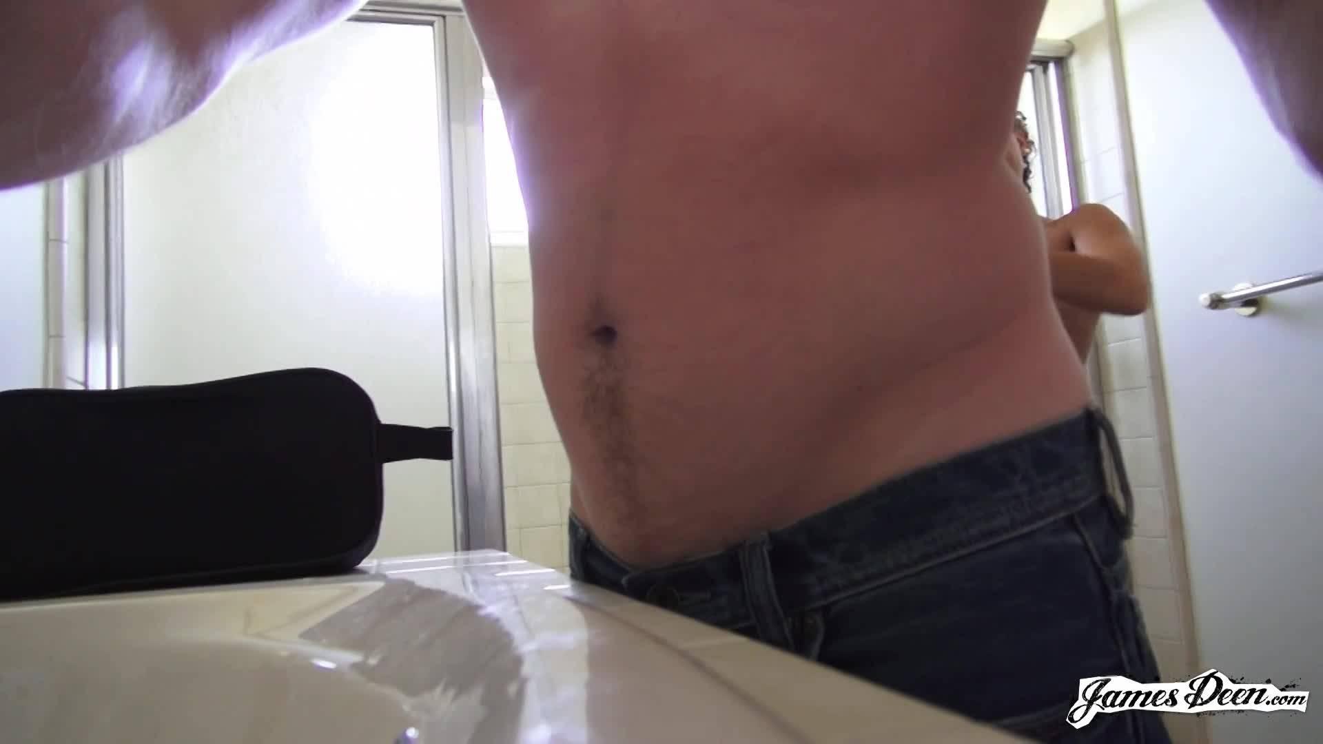 Кудрявая телка с русыми волосами получила член в вагину