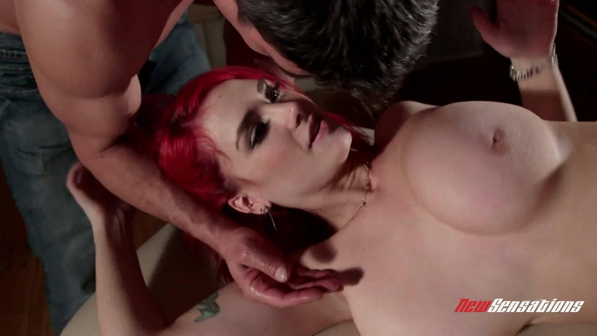 Рыжая сисястая сучка принимает массаж от двух парней