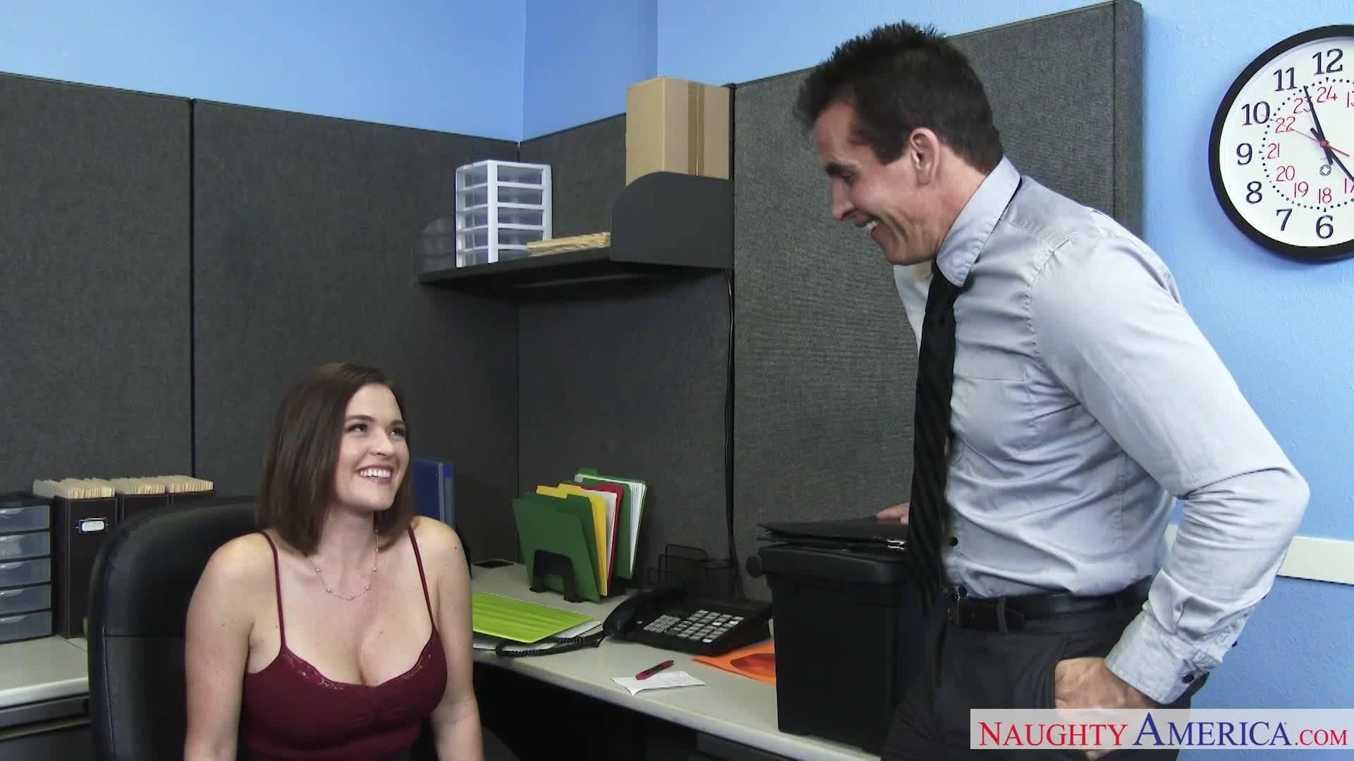 смотреть Мужик наказывает грудастую девку в офисе раком