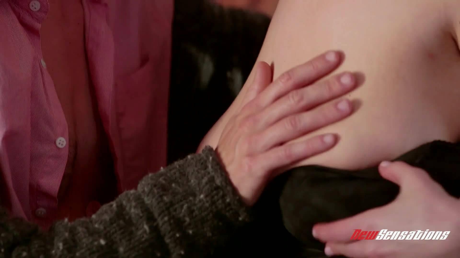 Рыжая девушка с большой жопой сняла в баре мужика и дала трахнуть свою дырочку