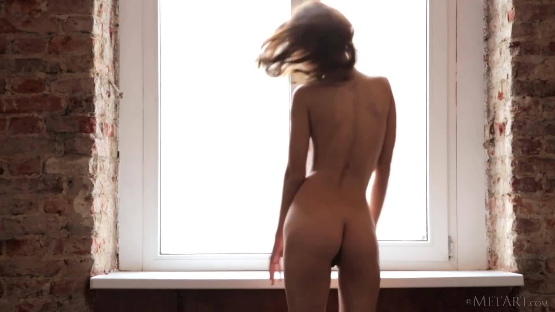 Молоденькая принцесса демонстрирует истинную красоту женского тела