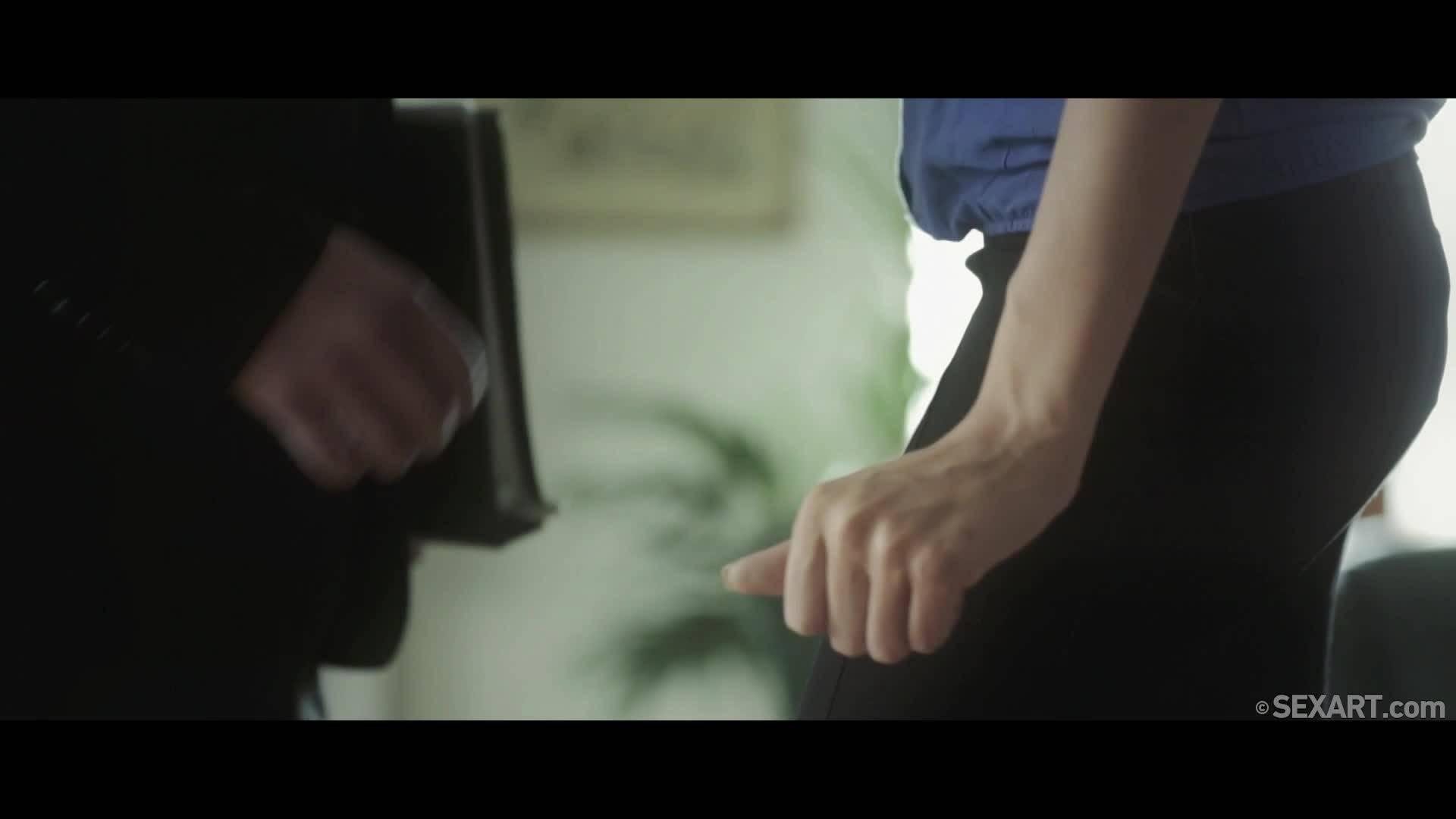Привел к себе домой симпатичную секретаршу и занялся с ней сексом