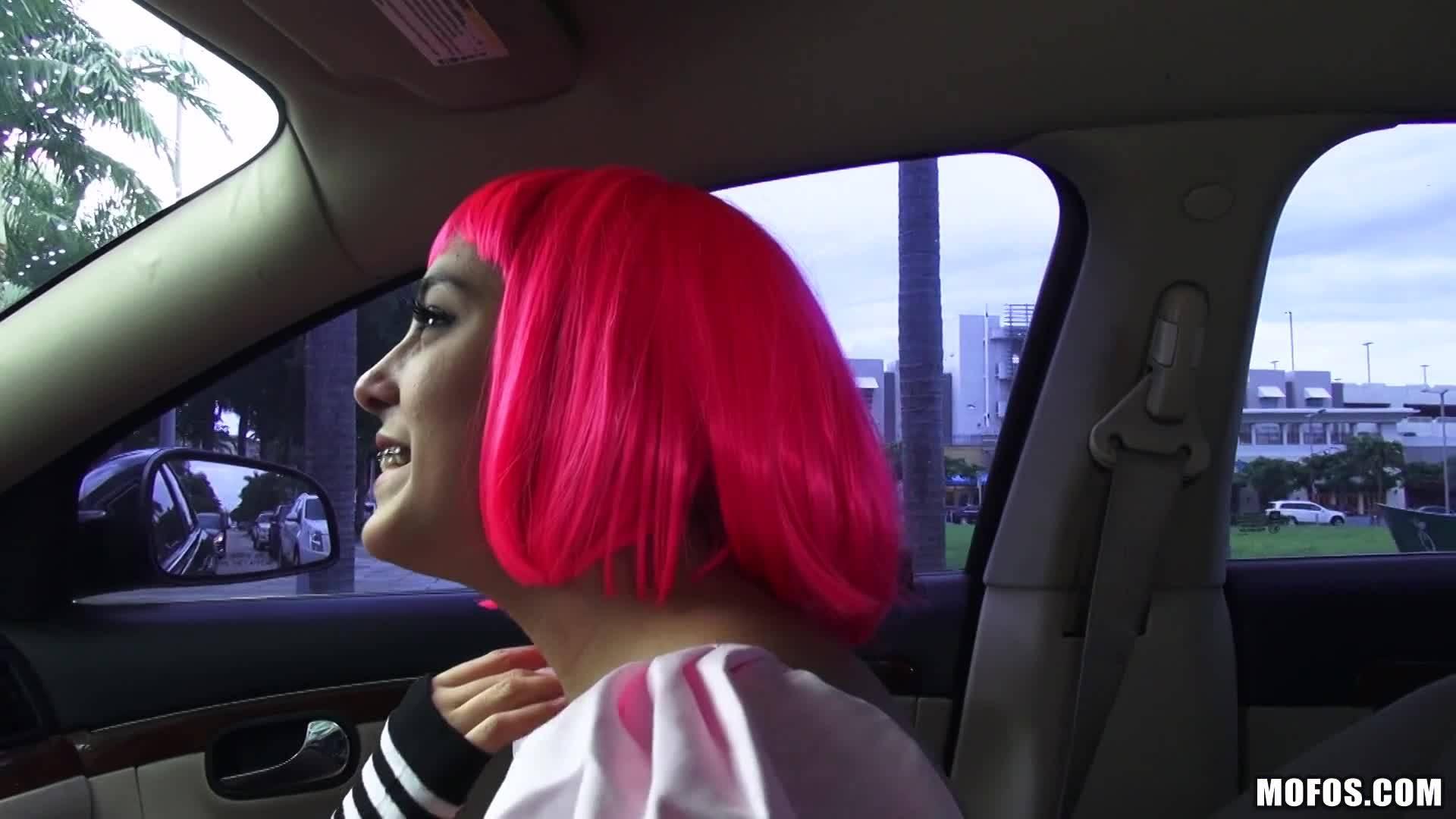 Поимел сочную Натали в машине
