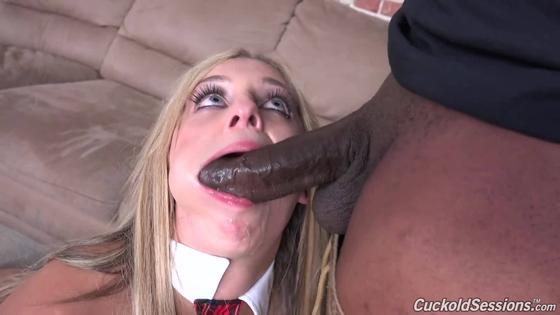 Стройная блондинка в чулках подставила все свои дырочки под крепкий черный член