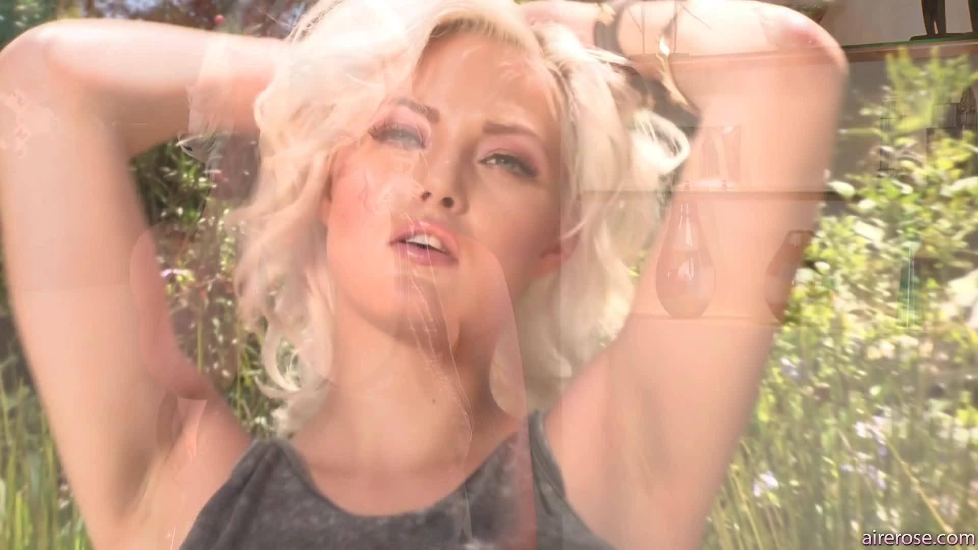 Красивая блондиночка с большим количеством теплой спермятины на лице