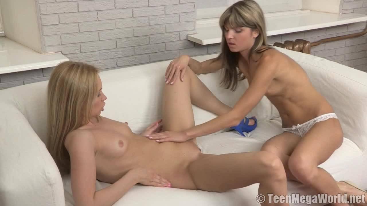 Две очаровательные лесбиянки