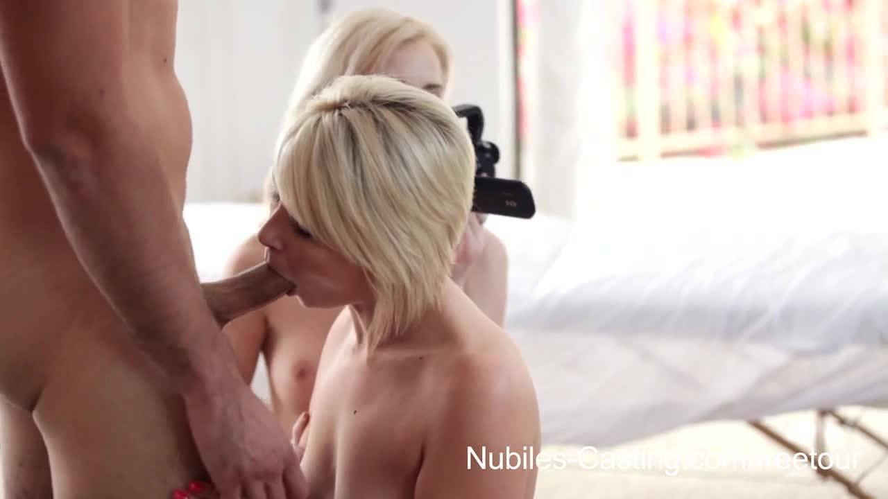 Две блондинки пригласили парня и одна получила спермы внутрь