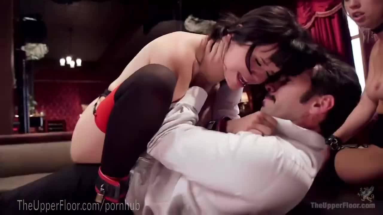 Жёсткий секс с двумя милашками в будуаре бдсм извращенца