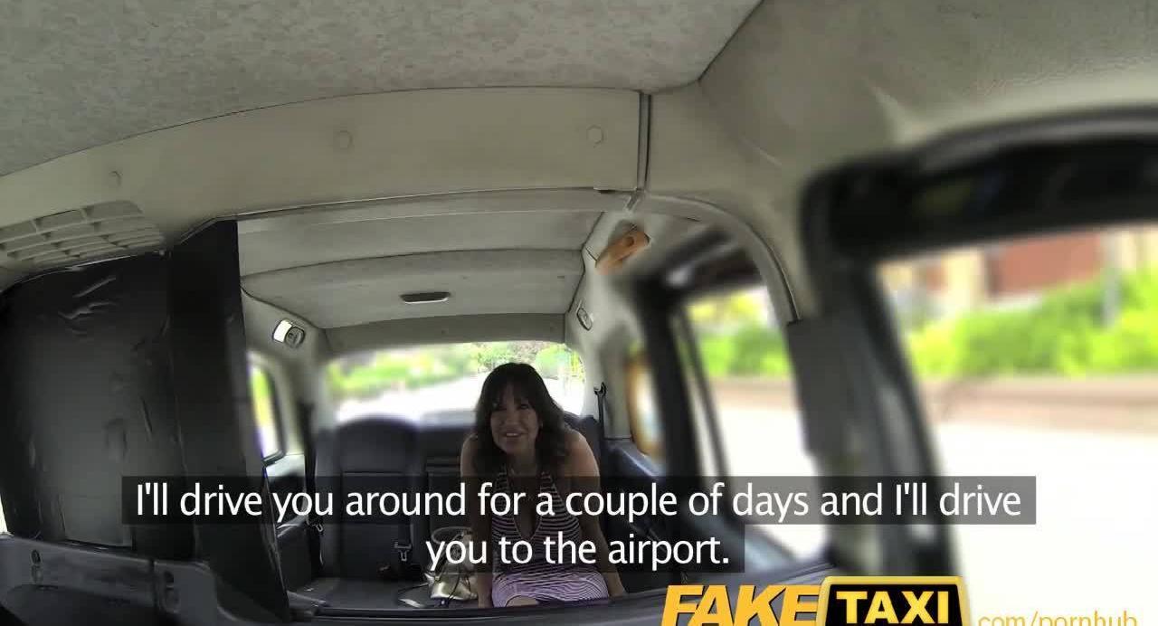 Таксист отодрал в киску милфу с большими сиськами