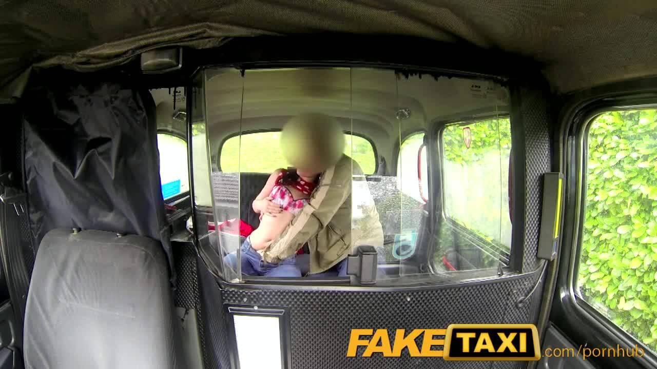 Таксист жарит свою буйную, но сексуальную пассажирку
