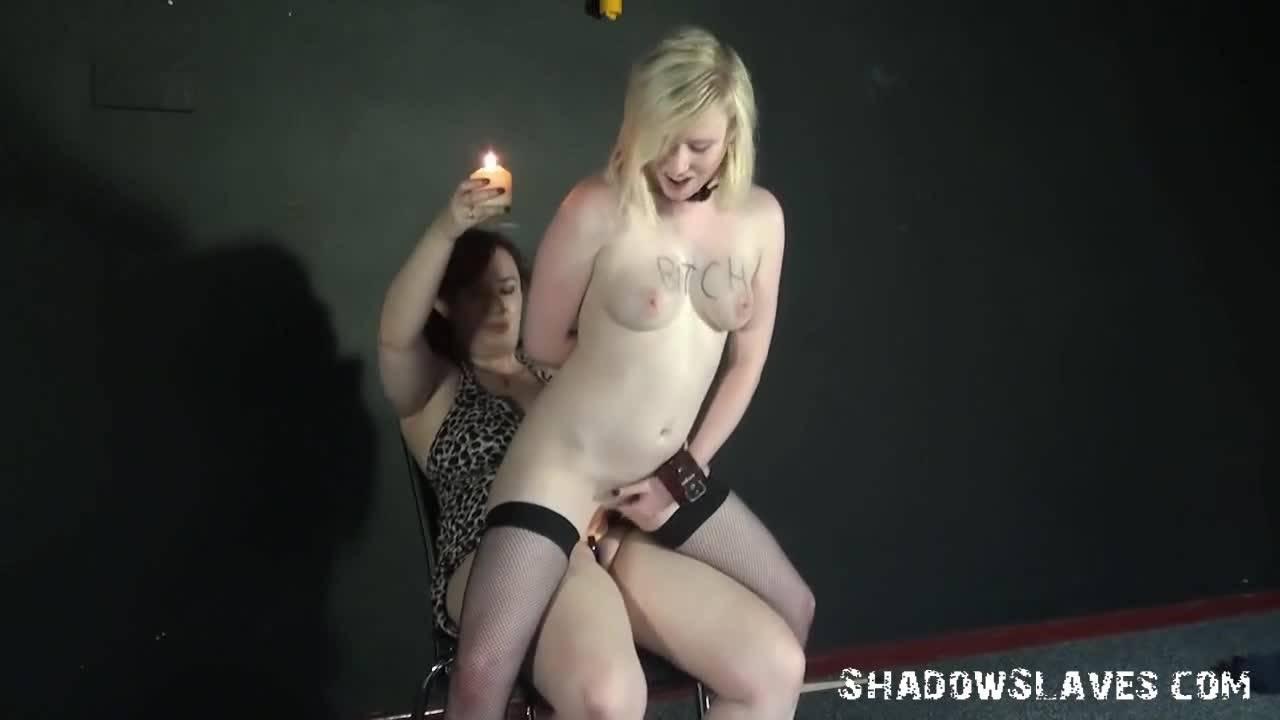 Очаровательная блондинка попала в рабство к толстой госпоже