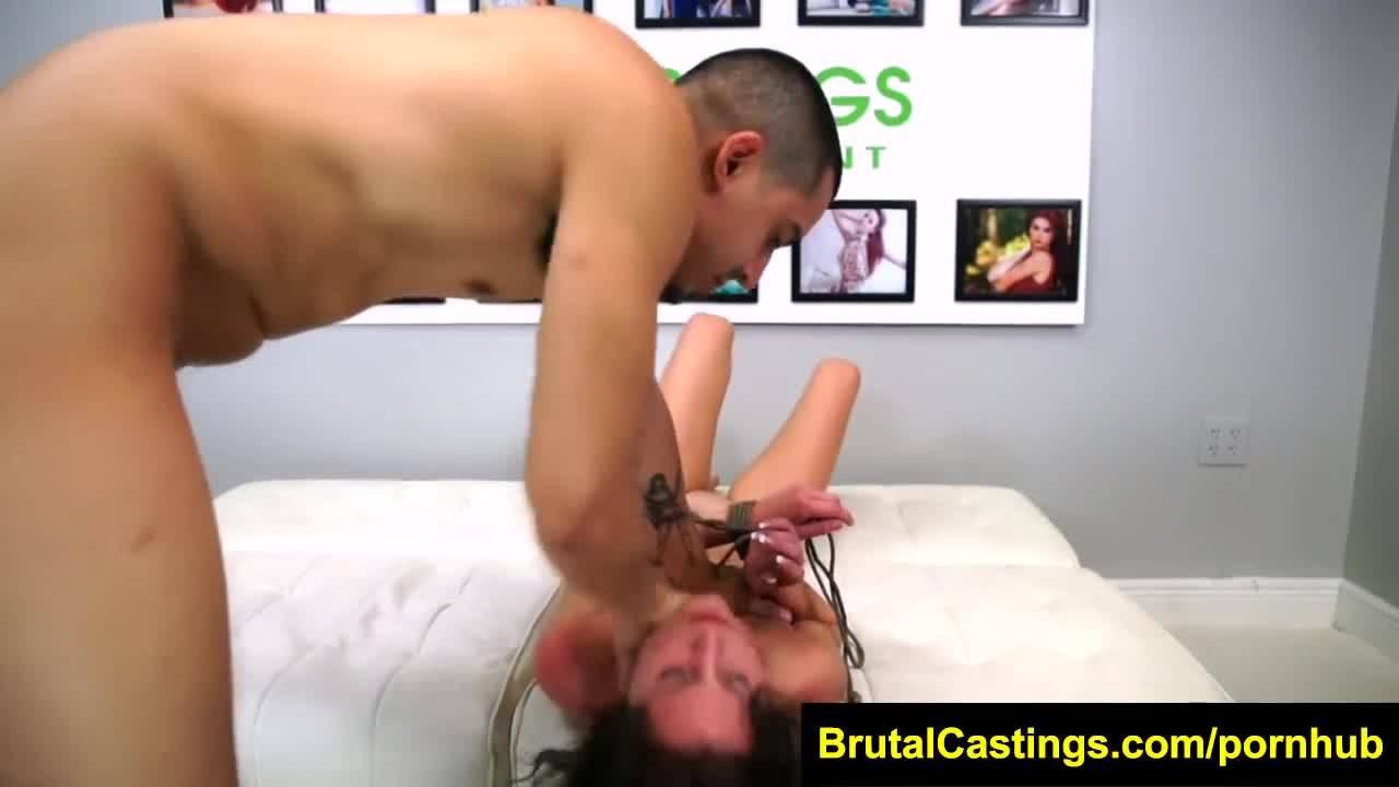 Самый жесткий кастинг в истории порно для молодой брюнетки
