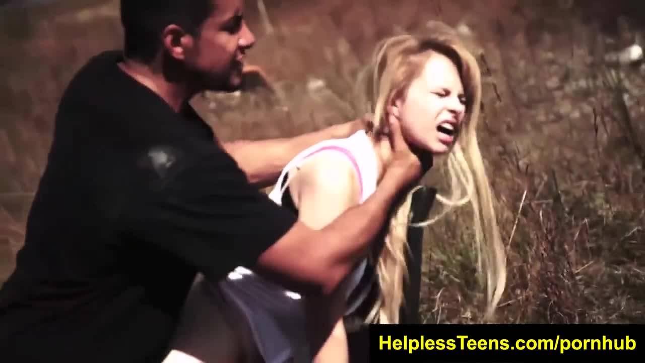 Изнасилование посреди чистого поля блондиночки.