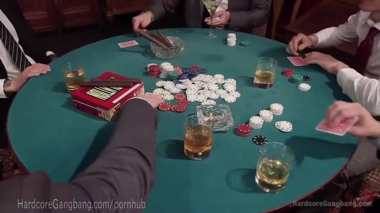 Пять мужиков после покера выебали белокурую сучку