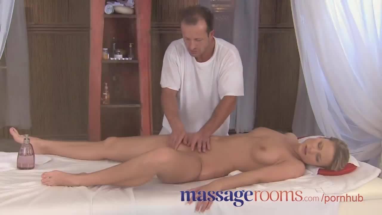 Страстная сучка пришла на сеанс массажа, но даже не ожидала, что получит оргазмы