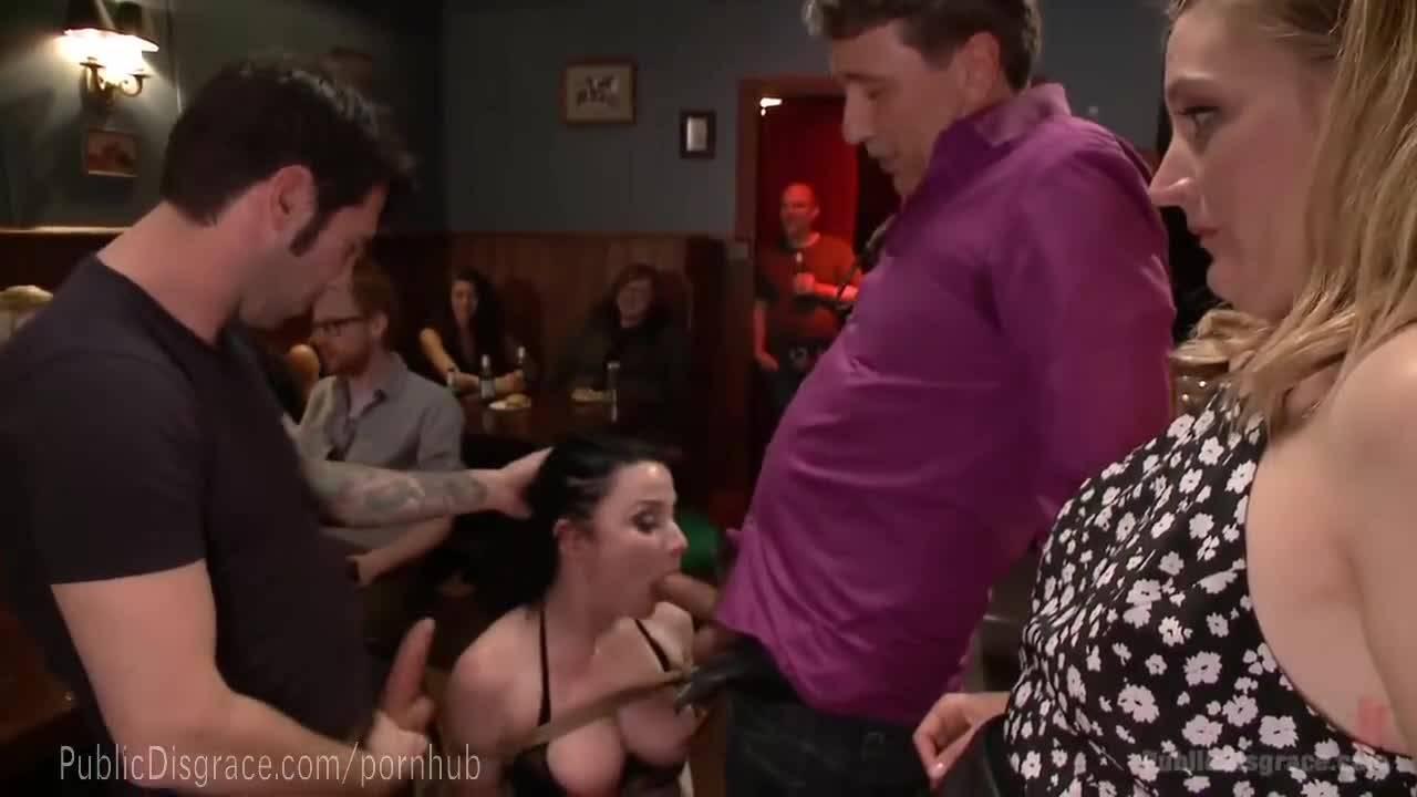 Связанная брюнетка в белье идет в бар где ее жестко отымеют