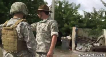 Солдатик в армии не прошел проверку на выносливость и его проверили на умение сосать член